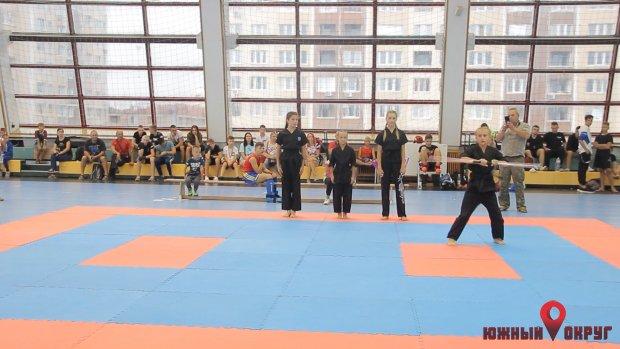 Южненские кикбоксеры музыкальных форм готовятся ко всеукраинским соревнованиям (фото)